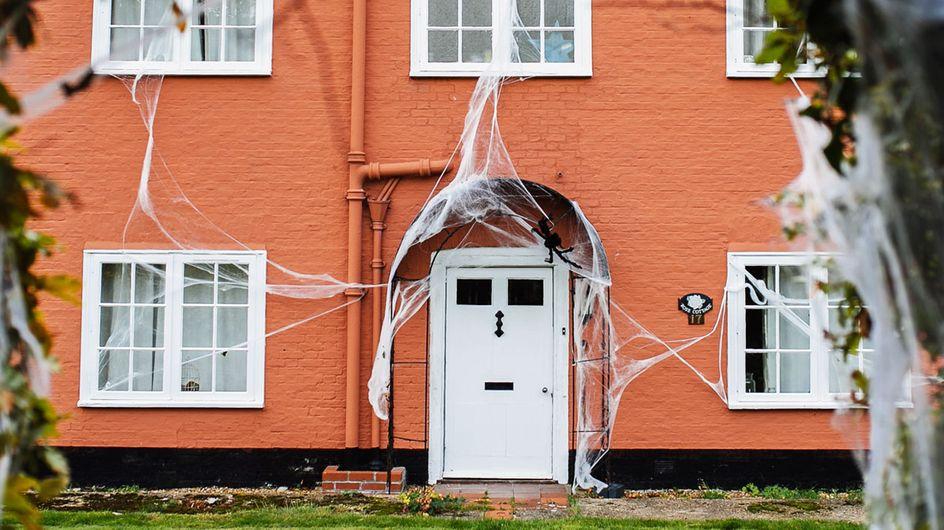 Halloween-Deko für draußen: So wird euer Spukhaus perfekt