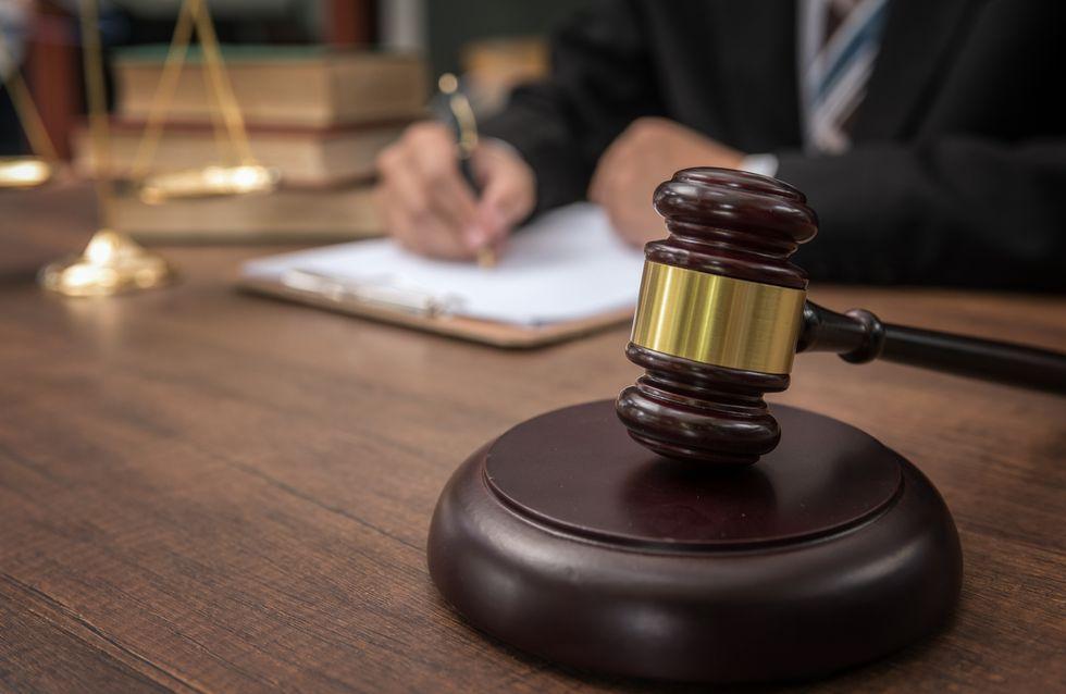 L'avocat d'une femme battue s'en va parce que l'audience est trop tardive