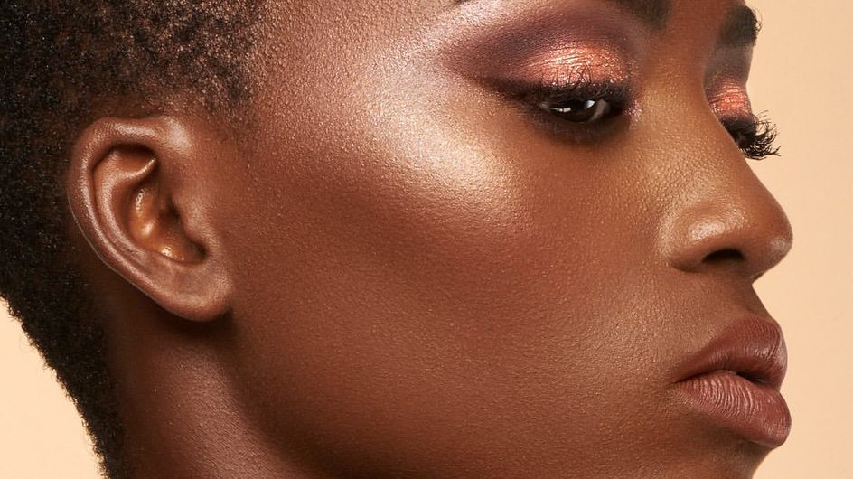 """Huda Beauty imagine des palettes """"nudes"""" adaptées à chaque carnation"""