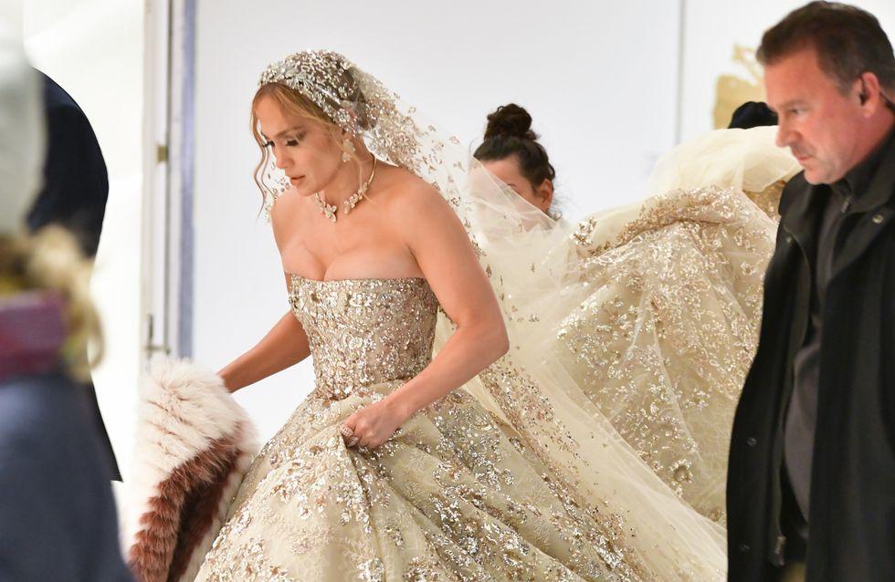 Jennifer Lopez s'affiche dans une incroyable robe de mariée