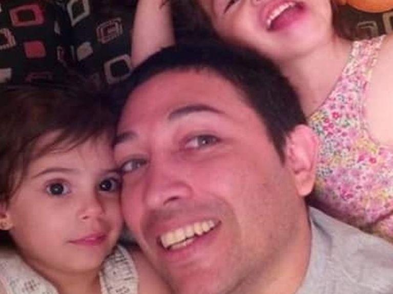 Un couple gay adopte une enfant séropositive rejetée par dix familles