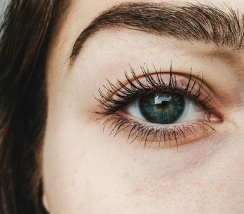 Mascara semipermanente: il beauty trend dell'autunno 2019