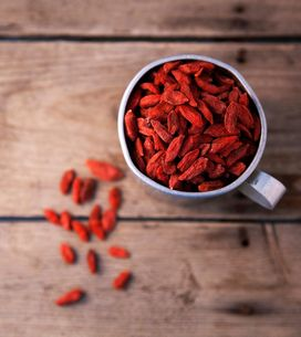 Bacche di Goji: valori nutrizionali, proprietà e benefici di questi frutti mirac
