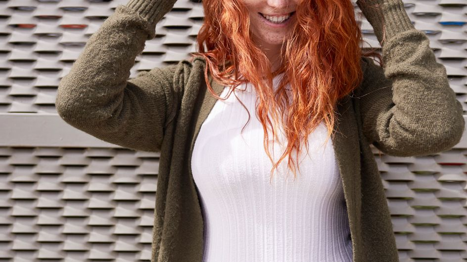 Du hast rote Haare? Dann sehen DIESE Farben toll an dir aus