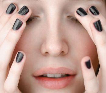 Smalto nero: il colore delle unghie che non passa mai di moda