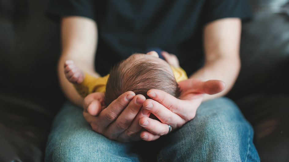 ¿Cuánto tarda en cerrarse la fontanela de los bebés recién nacidos?