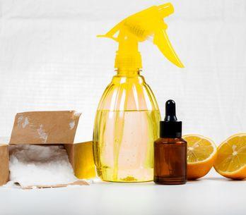 Les alternatives naturelles (et efficaces) aux produits ménagers