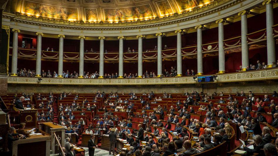 """Le Sénat adopte le texte sur les féminicides et provoque le """"désarroi total"""" des élus de gauche"""