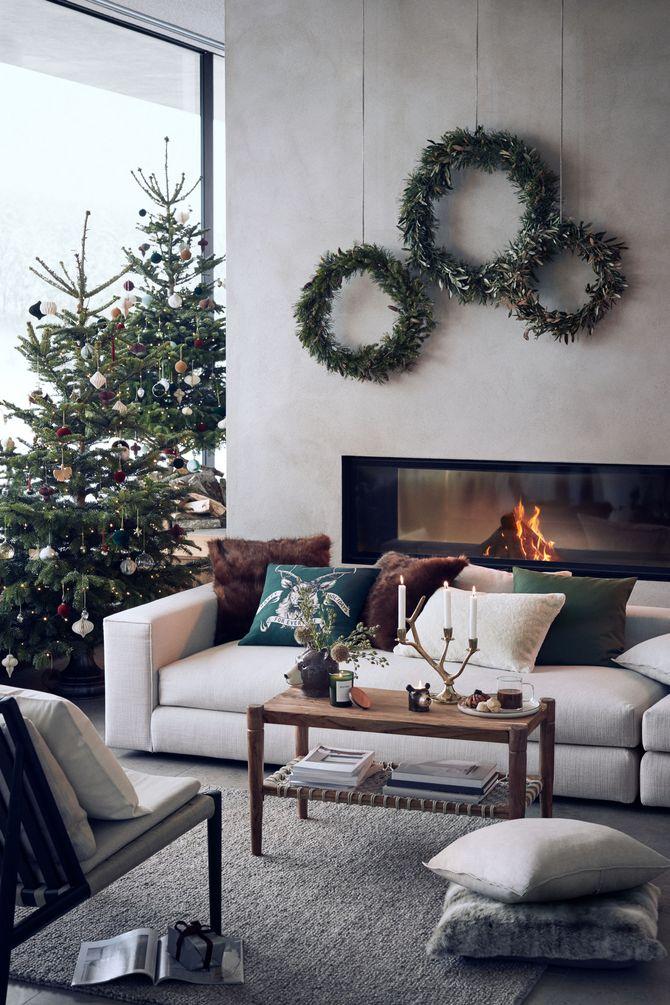 Des couronnes de Noël en décoration murale