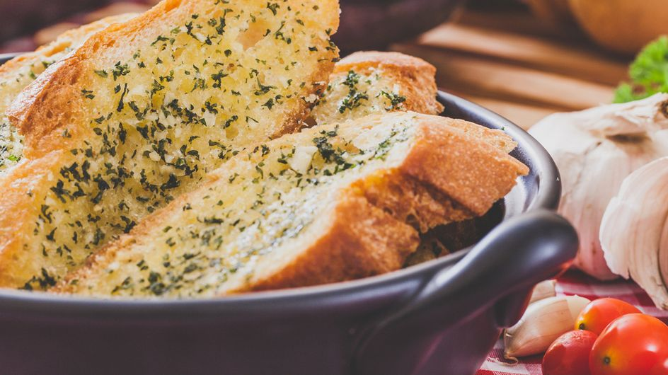 Pan de ajo y romero: un entrante perfecto para cualquier ocasión