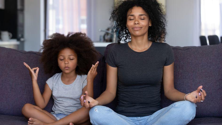 Les postures de Yoga à tester avec son enfant pour une séance à la maison