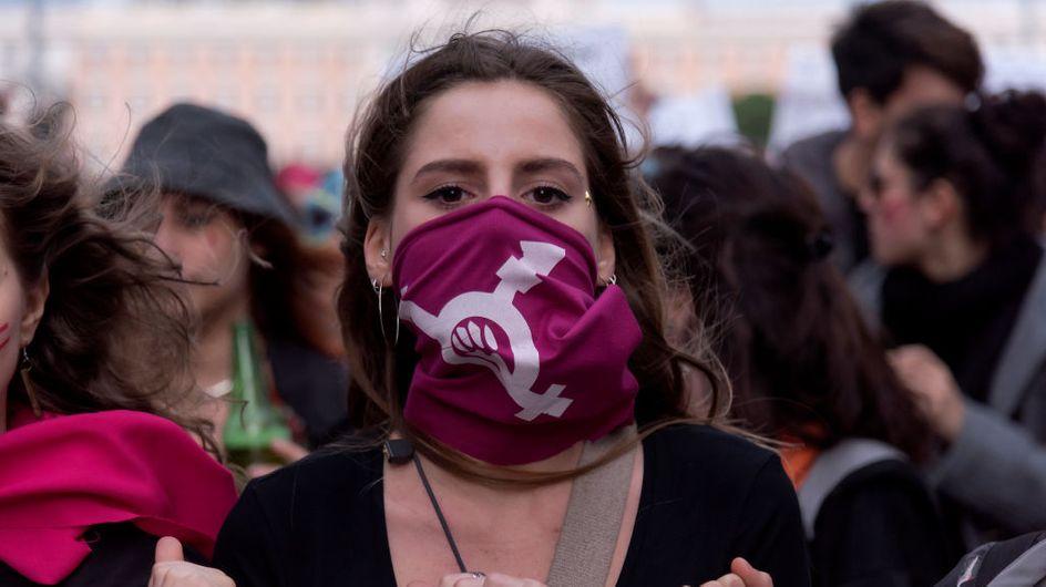 """""""Duerme tranquila, niña inocente"""": la marea feminista chilena que canta contra el machismo"""