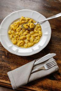 Le bouillon sert aussi de base pour des ravioles, pour réaliser un risotto...