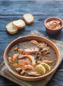 Bouillon savoureux pour soupe de la mer