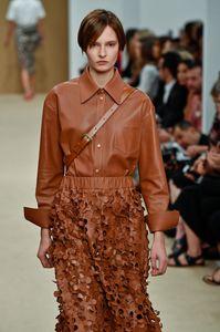 Brauner Leder-Look gesehen bei der Fashion Show von Tod's