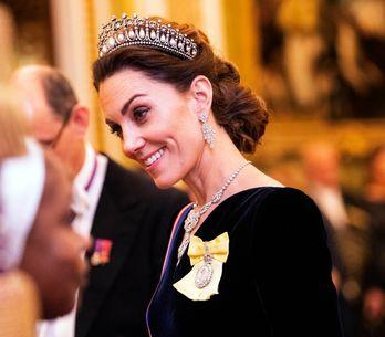 Kate Middleton sort le grand jeu dans une longue robe en velours noir