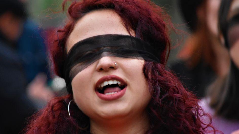 'Por las que no pueden hacerlo en la calle': diputadas turcas cantan 'El violador eres tú'