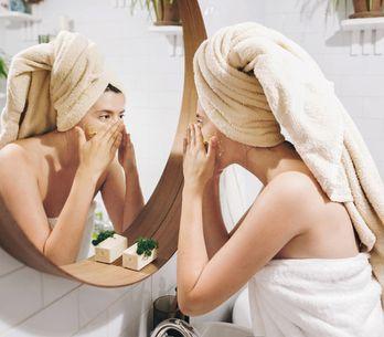 Gommage visage : ce soin purifiant et régénérant dont on ne peut pas se passer