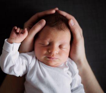 Mon bébé a la tête plate : comment prévenir cette malformation ?