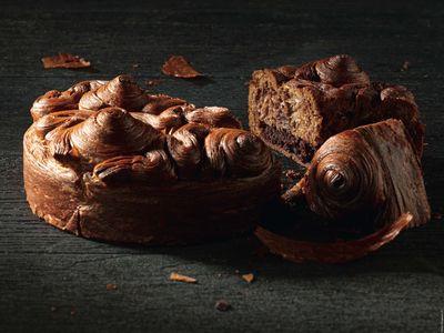 Galette Signature, pain au lait cacao feuilleté et croustillant, pâte sablée cacao fleur de sel et frangipane cacao rhum, Fauchon