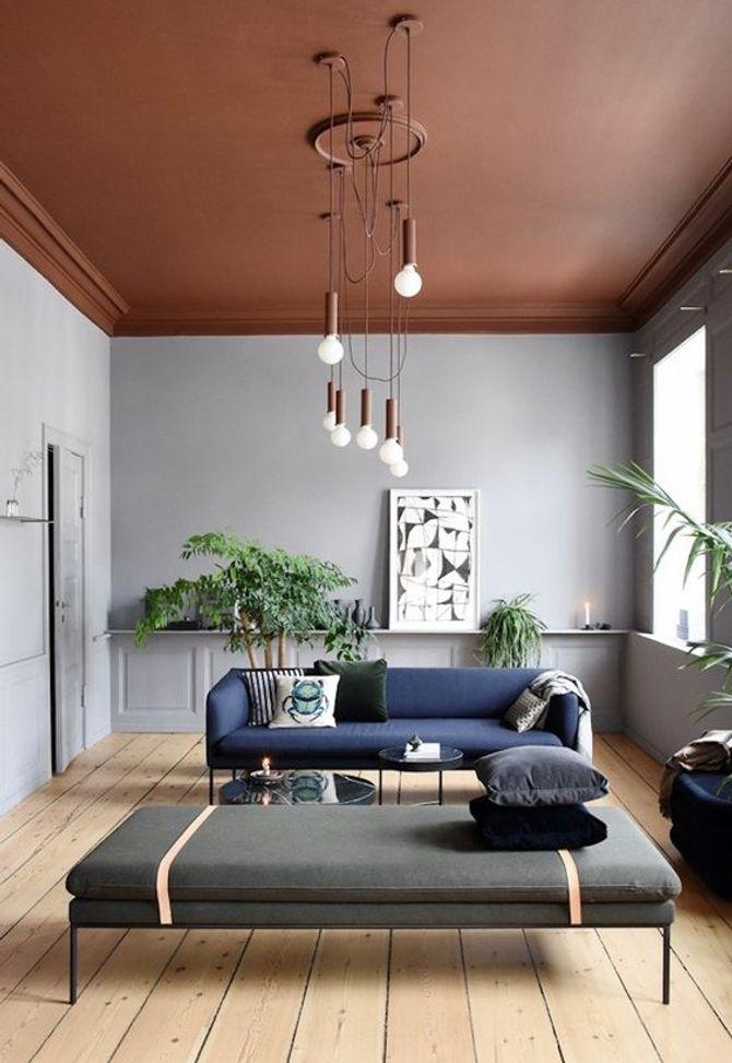 Un plafond marron
