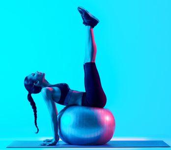 Ces exercices ultra efficaces avec un Swiss ball, qui vont te gainer comme jamai
