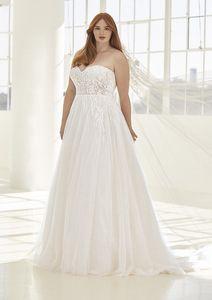 Une robe de mariée de la collection Pronovias x Ashley Graham