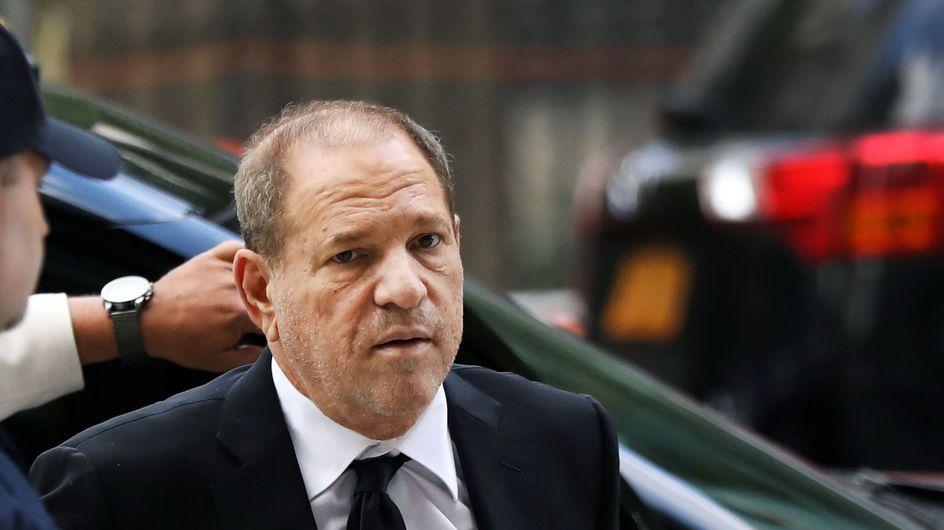 """""""Le violeur, c'est toi"""" : une danse devant le tribunal où Harvey Weinstein est jugé"""