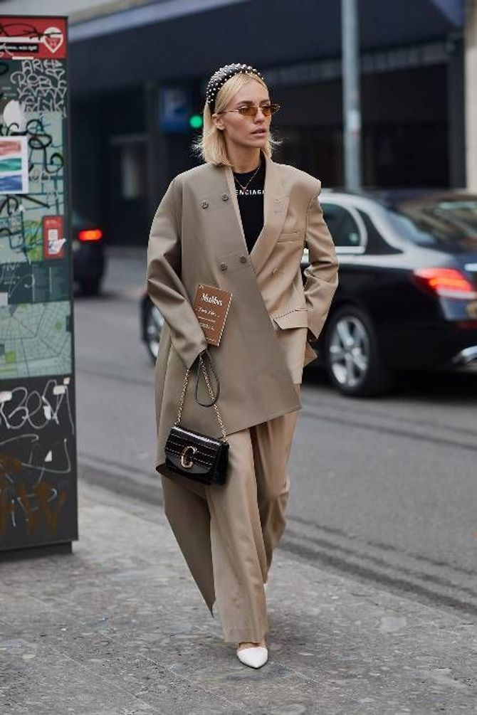 Le tailleur pantalon sophistiqué