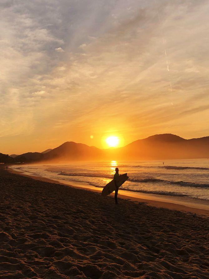 Surf à Ubatuba au Brésil