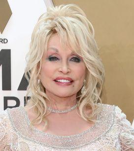Te la ricordi Dolly Parton? A 74 anni lancia la #DollyPartonChallenge