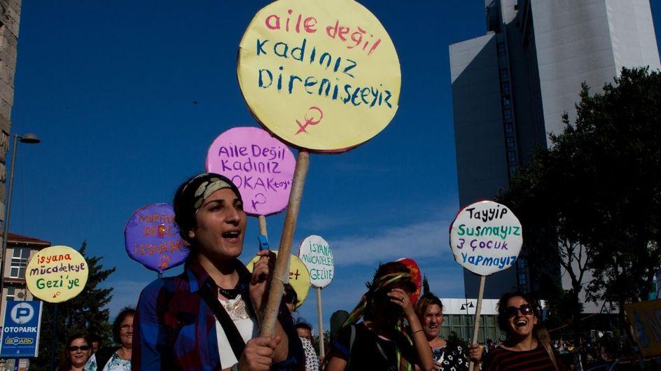 Le ragazze della settimana sono le donne turche contro il matrimonio riparatore