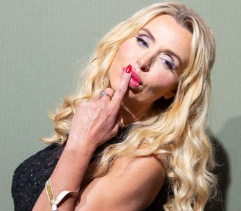 Valeria Marini insultata al Grande Fratello Vip: basta con le critiche sull'aspe