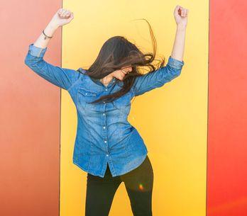 Jeanshemd kombinieren: DIESE Styling-Tricks sollte jede Frau kennen!