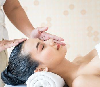 Massaggio viso: tutti i benefici e i movimenti del massaggio facciale per il ben