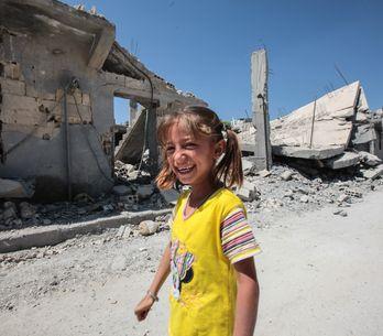 Ce papa syrien invente un jeu pour sa fille : rire lorsqu'une bombe explose