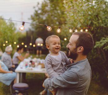 Buon compleanno papà: tutte le frasi di auguri più belle da dedicargli