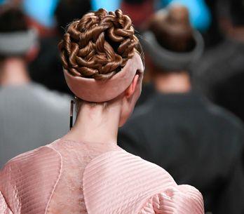 Cette nouvelle façon surprenante de porter son serre-tête va vous étonner