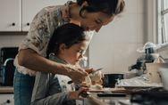 Cocinar en familia: estas son las mejores recetas para preparar con niños