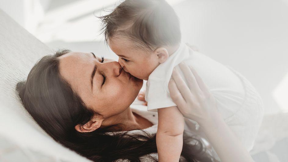 Baci in bocca ai bambini: gli esperti dicono che è meglio evitare