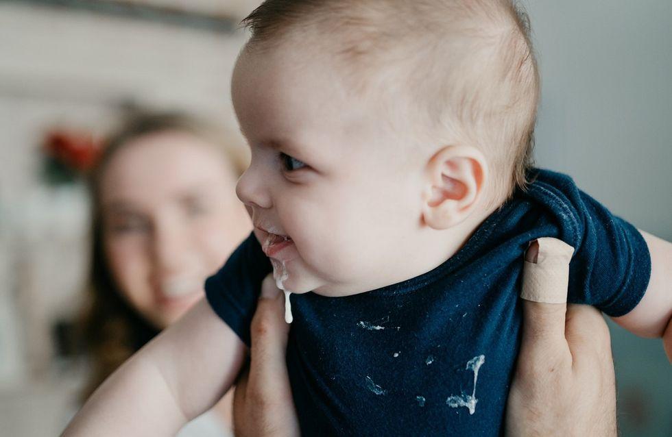 Rigurgito nel neonato: quali sono le cause, come limitarlo e in cosa si differenzia dal reflusso