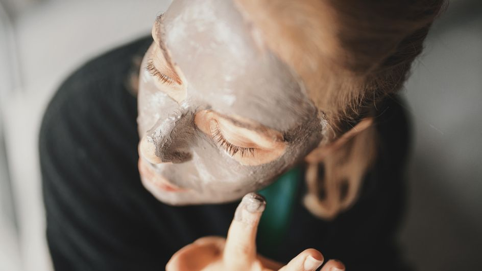Heilerde-Maske: So hilft sie gegen Pickel und fettige Haut