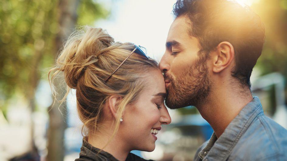 Baci sulla fronte: 5 significati del gesto d'amore più profondo