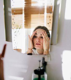 Ginnastica facciale: 5 esercizi per tonificare viso e collo