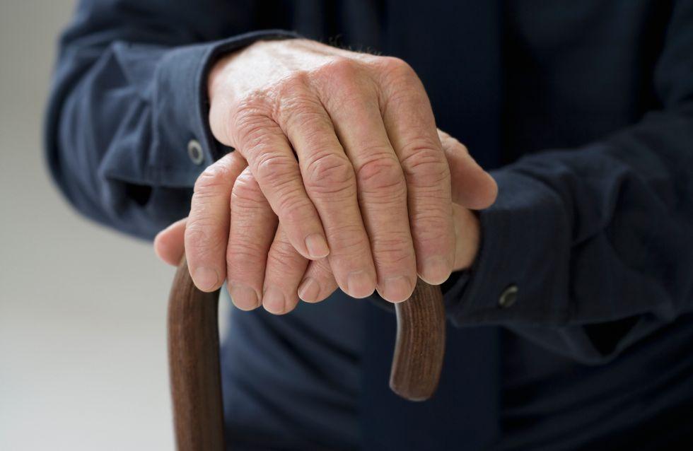 À 99 ans, Tom Moore récolte 19 millions d'euros pour les soignants
