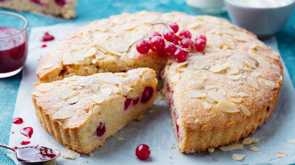 Zitronenkuchen ohne Mehl: Fruchtiges Rezept mit Mandeln und Johannisbeeren
