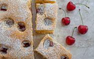 Blechkuchen mit weißer Schokolade und Kirschen: So gut!