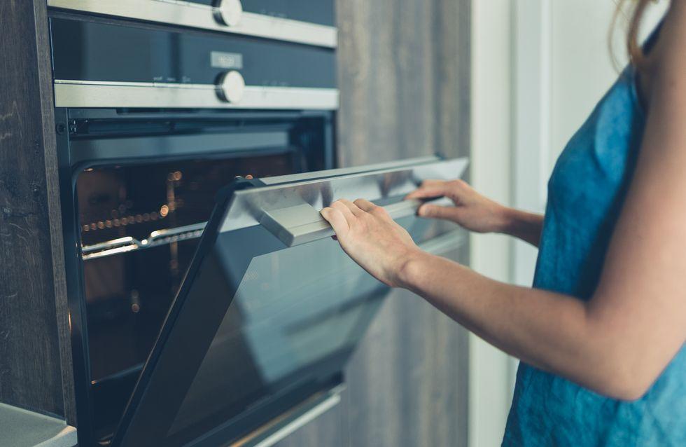 Comment nettoyer son four facilement ? Les 4 astuces à connaître