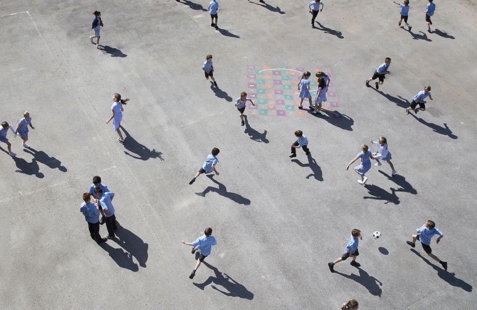 Plus de 300 maires d'Île-de-France demandent à Emmanuel Macron de reporter la réouverture des écoles