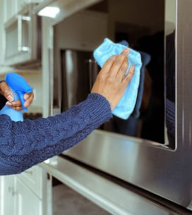 Come pulire il vetro del forno senza prodotti chimici